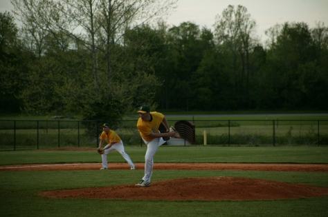 Sophomore Brandon Smith pitches the ball. Photo by Noble Guyon.