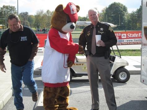 The good neigh-bear shakes Floyd Conunty Sheriff Darrell Mill's hand. Photo by Rachel Lamb