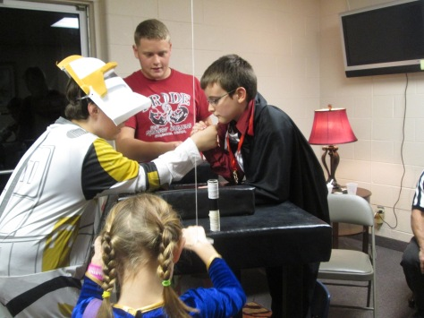During an arm wrestling competition, freshman John Reas plays referee. Photo by Rachel Lamb