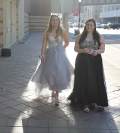 Juniors Vanessa Rainbolt and Sara Wardrip walk to the Convention Center together. Photo by Alaina King.