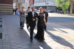 Seniors Hunter Yeager and Destinee DeSpain walk toward the Convention Center. Photo by Alaina King.