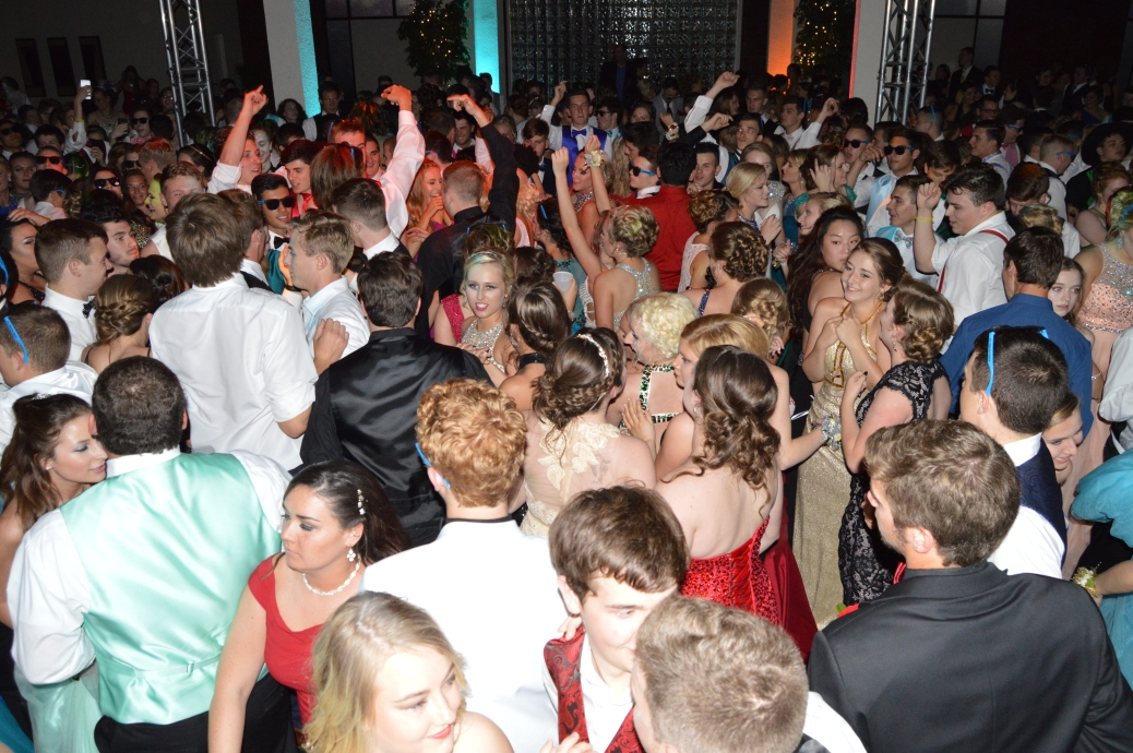 Kye's II becomes packed full of dancing FC upperclassmen and prom participants. Photo by Sarah Strain.