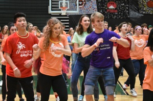 Seniors Bethany Obermeyer and Brandon Powell dance together during the Zumba break out session.