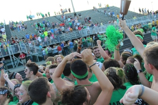 Seniors celebrate their win against the juniors for the fifth year in a row. Photo by Nicholas Gordon.