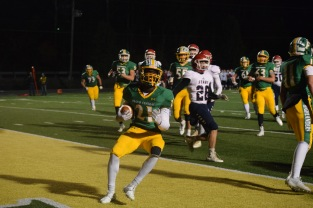 Junior Wenkers Wright scores another touchdown for the Highlanders. Photo by Kate Zuverink.